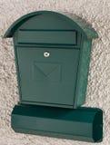 Groene brievenbus en krantenhouder Royalty-vrije Stock Afbeeldingen
