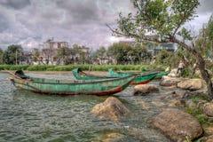 Groene Chinese Boten op Meer Erhai in Dali China Royalty-vrije Stock Foto's