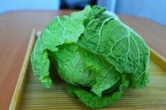 Groene Chinese salade op lijst Stock Afbeelding