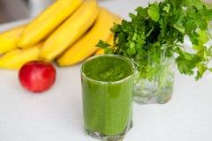 Groene cocktail van kruiden en vruchten detox Stock Afbeelding