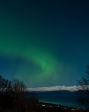 Groene dageraad over Kachemak-Baai royalty-vrije stock foto