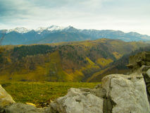 Groene de heuvels witte bergen van de landschaps lege vallei Royalty-vrije Stock Afbeelding