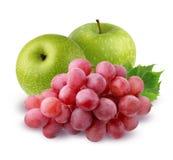 Groene die Apple en druiven op witte achtergrond wordt geïsoleerd Royalty-vrije Stock Foto