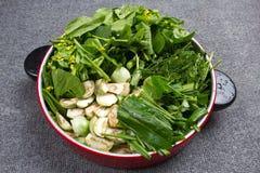 Groene die groenten voor het koken worden gesneden royalty-vrije stock foto's