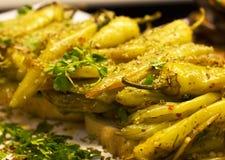 Groene die paprika op de grill wordt gebakken Verfraaid met peterselie stock foto's