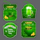 Groene die Partijetiketten met verschillende ontwerpelementen worden geplaatst op St Patrick Dag Royalty-vrije Stock Foto