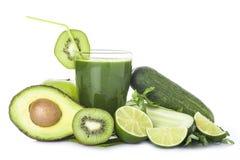 Groene die smoothie op witte achtergrond wordt geïsoleerd Stock Foto's