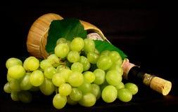 Groene Druiven en Wijn royalty-vrije stock foto's
