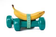 Groene dumbell en banaan Stock Foto's
