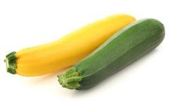 Groene en gele courgette Stock Afbeeldingen