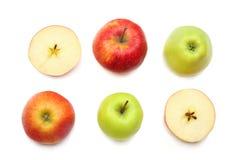 groene en rode die appelen met plakken op witte achtergrond worden geïsoleerd Hoogste mening Royalty-vrije Stock Afbeelding