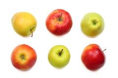 Groene en rode die appelen op witte achtergrond worden geïsoleerd Hoogste mening Stock Afbeeldingen