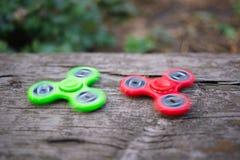 Groene en rode spinners stock foto's