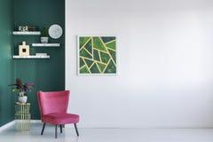 Groene en rode woonkamer stock fotografie