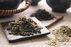 Groene en zwarte thee. Stock Fotografie