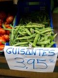 Groene erwtenpeulen in een markt Royalty-vrije Stock Foto's