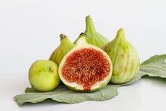 Groene fig. op vijgeblad Royalty-vrije Stock Foto's