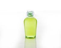 Groene fles shampoo, gel, zeep Royalty-vrije Stock Foto's
