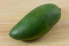 Groene geïsoleerde mango Royalty-vrije Stock Afbeelding