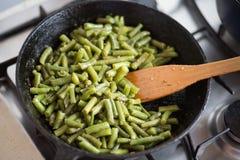 Groene gebraden bonen met knoflook Royalty-vrije Stock Afbeelding