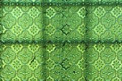 Groene glasachtergrond Oud uitstekend glas met een abstracte flora Stock Afbeeldingen