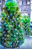 Groene glasflessen als decoratief element Royalty-vrije Stock Fotografie