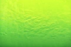 Groene golvende waterspiegelachtergrond in de pool Royalty-vrije Stock Afbeeldingen
