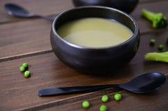Groene groenten zuivere soep royalty-vrije stock afbeeldingen