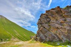 Groene hellingen in het Italiaans Alpen. Stock Foto's