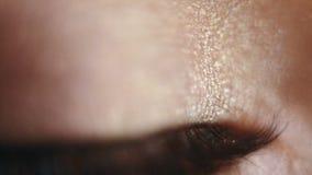 Groene het oogclose-up van het tienermeisje stock video