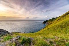 Groene heuvel met horizonoverzees op kustlijn bij Krating-kaap royalty-vrije stock afbeelding