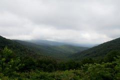 Groene Heuvels op een bewolkte dag Stock Afbeelding