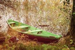Groene houten boot Stock Afbeelding