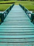 Groene houten brug Royalty-vrije Stock Foto's
