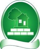 Groene huis, boom en rijken Stock Fotografie