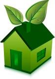 Groene huis en bladeren Royalty-vrije Stock Afbeeldingen