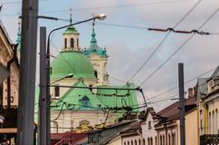 Groene kathedraalkoepels in stad Royalty-vrije Stock Afbeelding