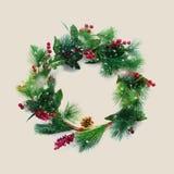 Groene Kerstmis Decoratieve Kroon Holly Berries Stock Foto