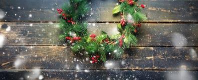 Groene Kerstmis Decoratieve Kroon van de vakantiebanner Stock Afbeelding