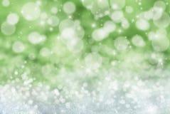 Groene Kerstmisachtergrond met Sneeuw, Sterren en Bokeh Stock Foto's