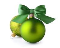 Groene Kerstmisballen met de boog van het zijdelint Royalty-vrije Stock Foto
