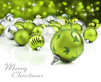 Groene Kerstmisornamenten met sterachtergrond Stock Fotografie