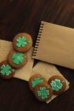 Groene Klaver St Patrick Day Cookies Ready om te eten Stock Fotografie