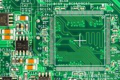 Groene kringsraad met leidersporen, elementen en elektron royalty-vrije stock afbeelding