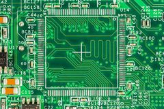 Groene kringsraad met leidersporen, elementen en elektron stock foto's