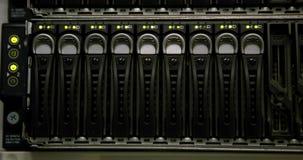 Groene lichten die op servers knipperen stock videobeelden
