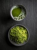 Groene matchathee stock afbeeldingen