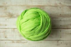 Groene merinoswolbal Stock Afbeelding