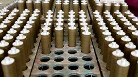 Groene munitiedozen met raket-aangedreven granaten (RPG) Gezoem uit stock footage