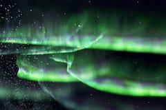 Groene noordelijke lichten. dageraad vector illustratie